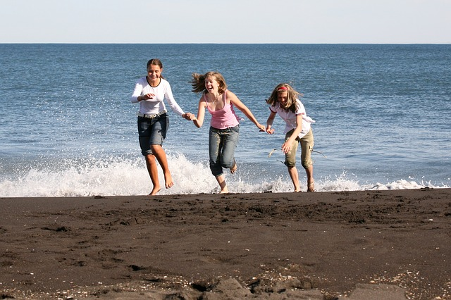 dívky na pláži