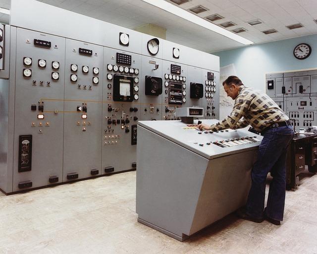 kontrolní místnost vypínači